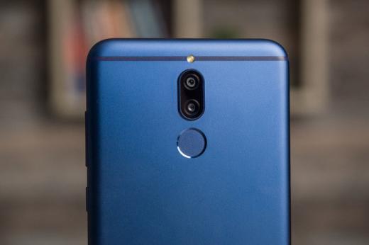 Появились первые «слитые» фотографии телефона Huawei Mate 20 Lite